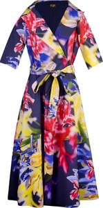 Sukienka Poza z kołnierzykiem maxi w stylu casual