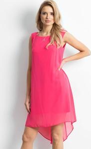 Różowa sukienka Sheandher.pl z okrągłym dekoltem mini