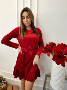 Czerwona sukienka Perfe.pl w stylu casual mini prosta