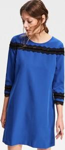 Niebieska sukienka Reserved z okrągłym dekoltem w stylu casual trapezowa