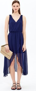 Niebieska sukienka Gate z szyfonu z dekoltem w kształcie litery v
