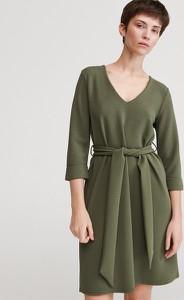 Zielona sukienka Reserved rozkloszowana mini z długim rękawem