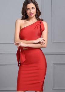 Sukienka Rare bez rękawów z asymetrycznym dekoltem midi