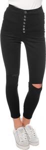 Czarne jeansy Guess z jeansu w street stylu