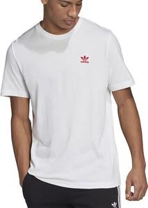 T-shirt Adidas z krótkim rękawem w sportowym stylu z bawełny