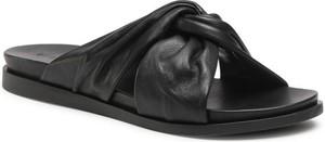 Czarne klapki Gino Rossi w stylu casual