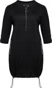Czarna sukienka Inna z okrągłym dekoltem sportowa z długim rękawem
