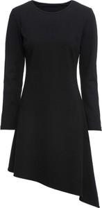 Czarna sukienka bonprix BODYFLIRT z dzianiny asymetryczna z okrągłym dekoltem
