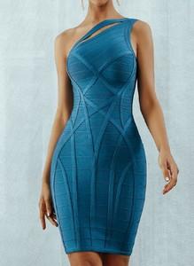 Niebieska sukienka Arilook z okrągłym dekoltem asymetryczna