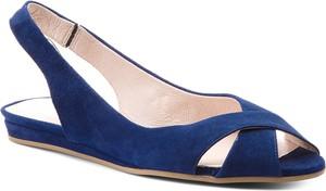 Granatowe sandały gino rossi w stylu casual