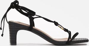 Czarne sandały Multu na obcasie ze skóry