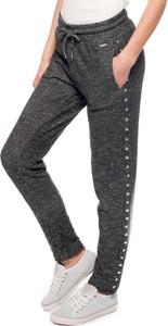 Czarne spodnie sportowe Guess z dresówki w sportowym stylu