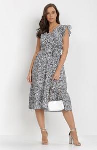 Sukienka born2be z krótkim rękawem w stylu casual midi