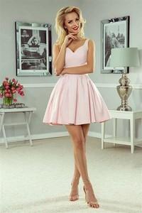 Różowa sukienka A.rudzka bez rękawów z żakardu rozkloszowana