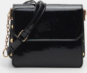 Czarna torebka Sinsay średnia