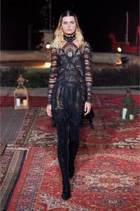 Sukienka Gosia Baczyńska z długim rękawem z dekoltem w kształcie litery v maxi