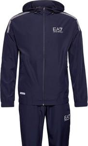 Dres Emporio Armani w sportowym stylu z dresówki