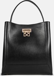 Czarna torebka Kazar w stylu glamour lakierowana