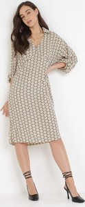 Sukienka born2be w stylu casual z dekoltem w kształcie litery v midi