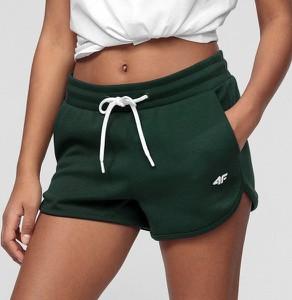 Zielone szorty 4F w sportowym stylu