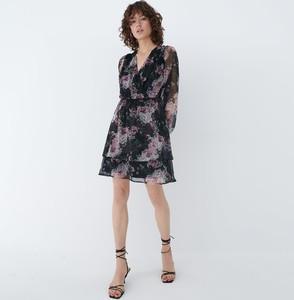 Sukienka Mohito z długim rękawem z dekoltem w kształcie litery v w stylu casual
