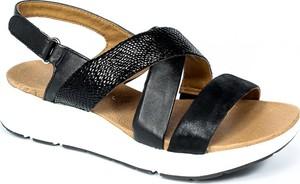 Sandały Caprice z klamrami ze skóry w stylu casual