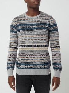 Sweter McNeal w młodzieżowym stylu