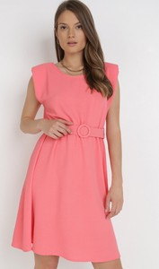 Różowa sukienka born2be trapezowa