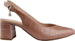 Różowe sandały Lasocki z klamrami