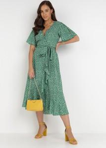 Zielona sukienka born2be z krótkim rękawem kopertowa