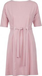 Różowa sukienka VISSAVI mini z tkaniny z dekoltem w łódkę