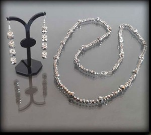 POLSKA Komplet biżuterii z błyszczących korali: naszyjnik i kolczyki