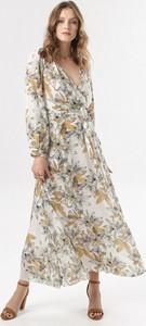 Sukienka born2be z dekoltem w kształcie litery v maxi rozkloszowana