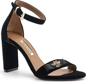 Czarne sandały Neścior na wysokim obcasie z zamszu z klamrami