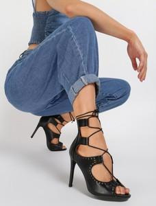 Czarne sandały renee na szpilce na zamek