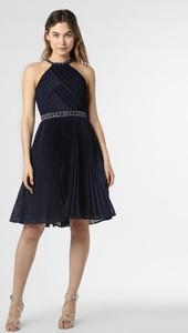 Niebieska sukienka Luxuar Fashion rozkloszowana z okrągłym dekoltem