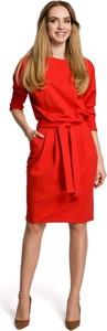 Czerwona sukienka MOE z okrągłym dekoltem w stylu casual