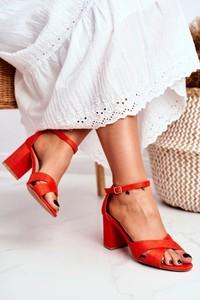 Czerwone sandały Bugo z zamszu