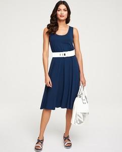 Niebieska sukienka Heine z tkaniny midi z okrągłym dekoltem