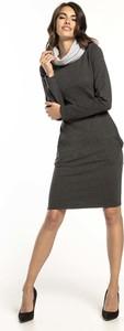 Czarna sukienka Tessita prosta midi z długim rękawem