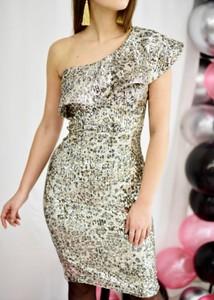 Złota sukienka Fason bez rękawów mini