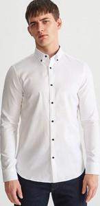 Koszula Reserved z długim rękawem z kołnierzykiem button down w stylu casual