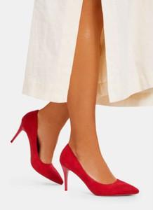 Czerwone szpilki DeeZee w stylu klasycznym na wysokim obcasie na szpilce