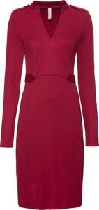 Czerwona sukienka bonprix BODYFLIRT boutique w stylu casual z dekoltem w kształcie litery v z długim rękawem