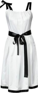 Sukienka Fokus bez rękawów rozkloszowana z okrągłym dekoltem