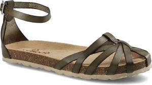 Brązowe sandały Yokono z klamrami z płaską podeszwą