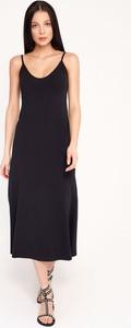 Czarna sukienka Byinsomnia na ramiączkach maxi