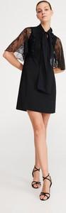 Sukienka Reserved trapezowa mini z żabotem
