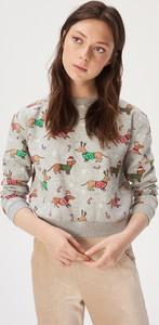 Bluza Sinsay w młodzieżowym stylu w bożonarodzeniowy wzór