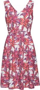 Różowa sukienka Smashed Lemon bez rękawów w stylu casual z dekoltem w kształcie litery v